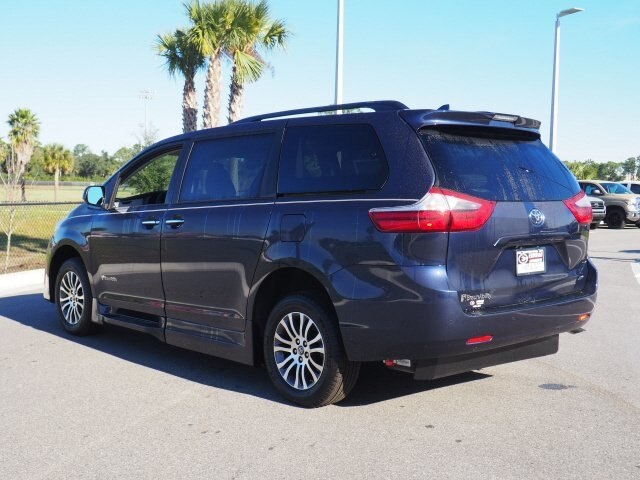 Pre-Owned 2020 Toyota Sienna XLE